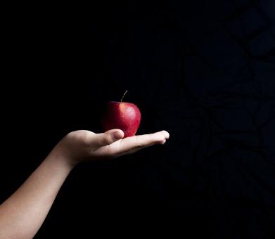 pomme-noir-gout-eaudesoi.jpg